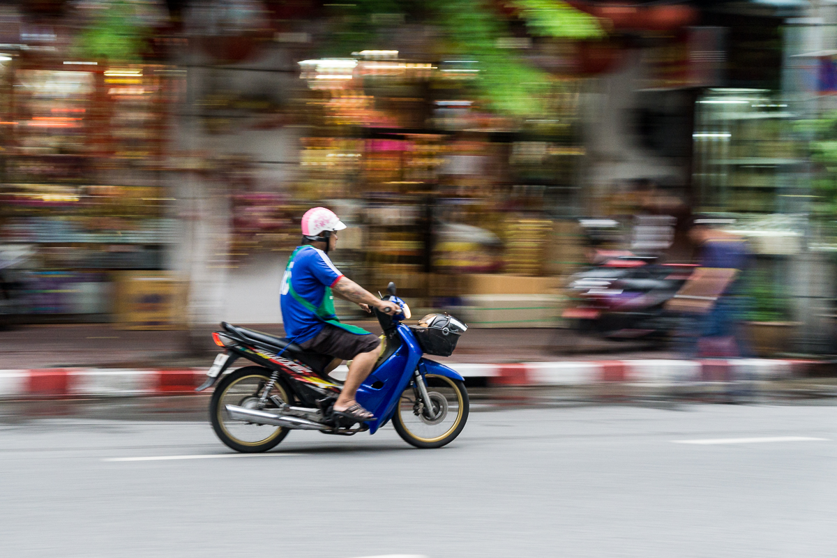 Panning - Vorbeifahrendes Moped